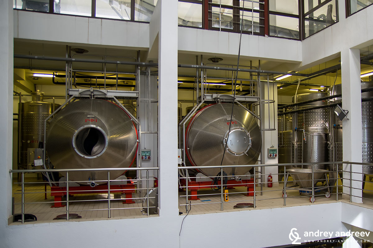 Horizontal rotating fermenters at Villa Melnik