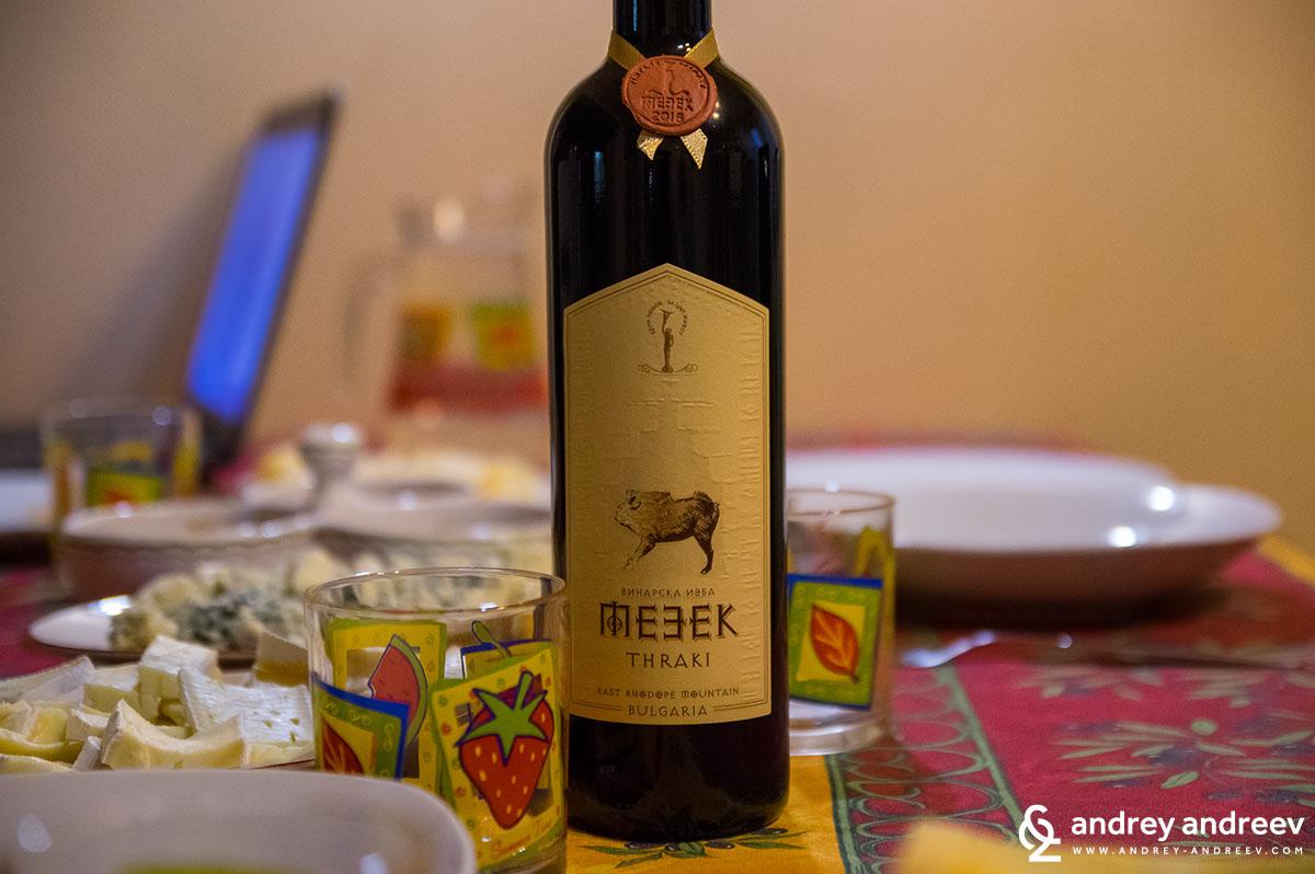 Вино Мезек с картинка на глигана от тракийската гробница в Мезек