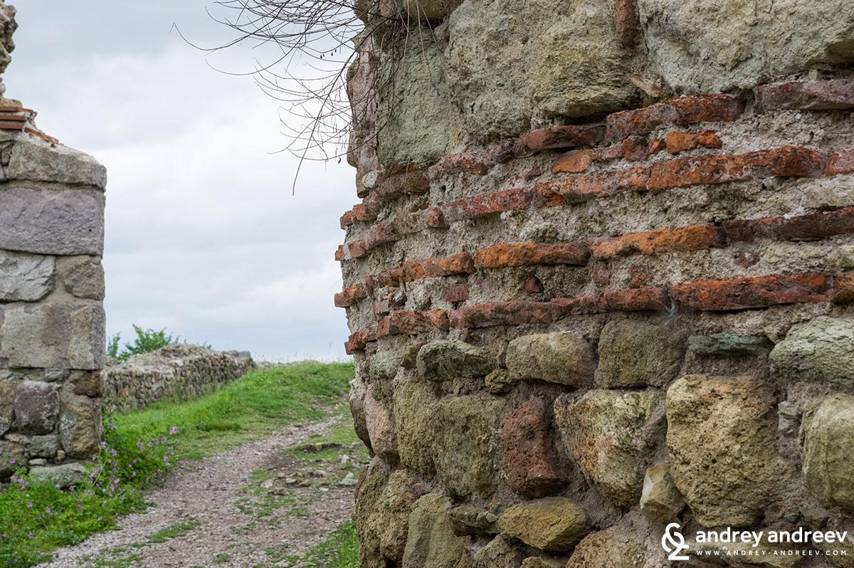 Главният вход на мезешката крепост