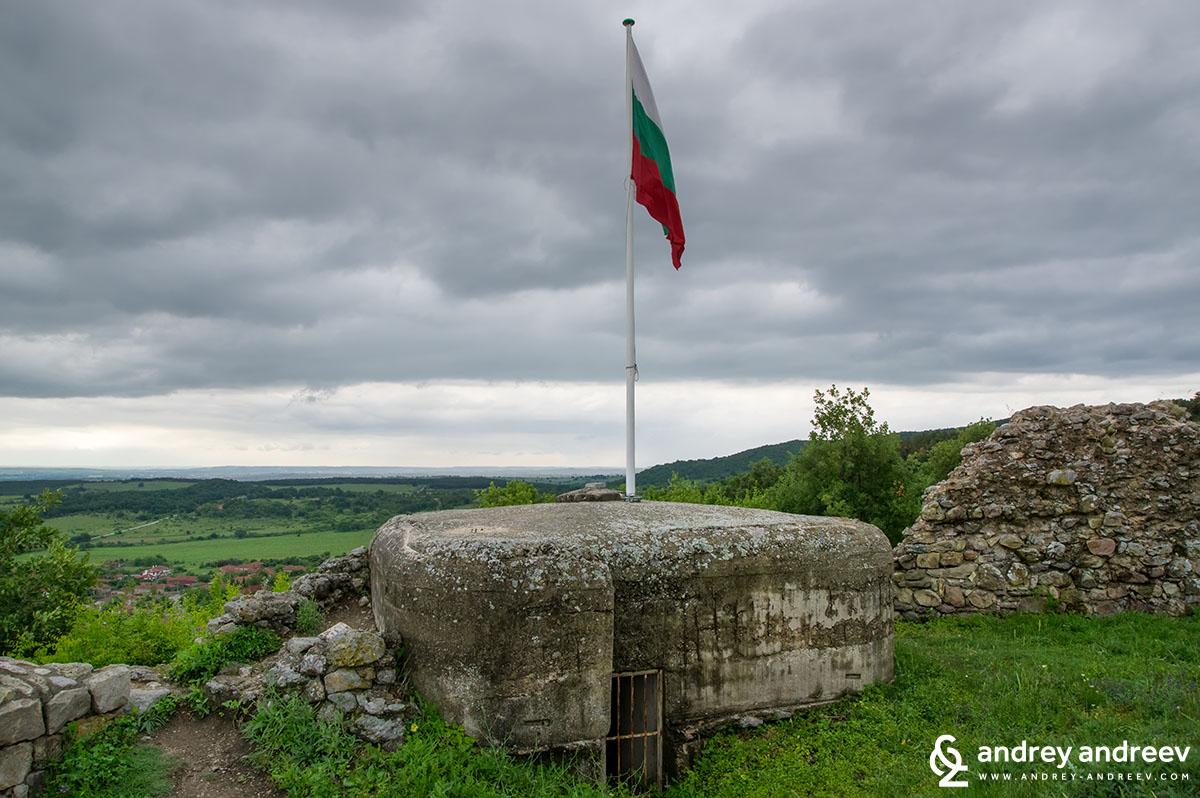 Бункерът от Втората световна война в крепостта над село Мезек