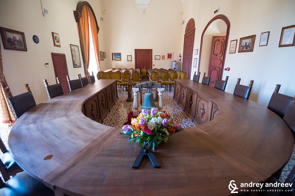 Залата на общинския съвет в Тиджано, Южна Италия
