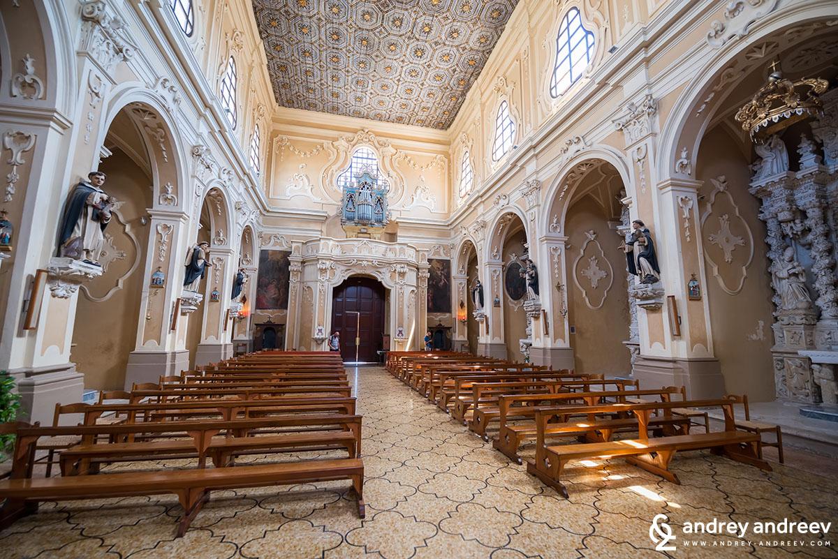 Църква Сан Доменико в Триказе
