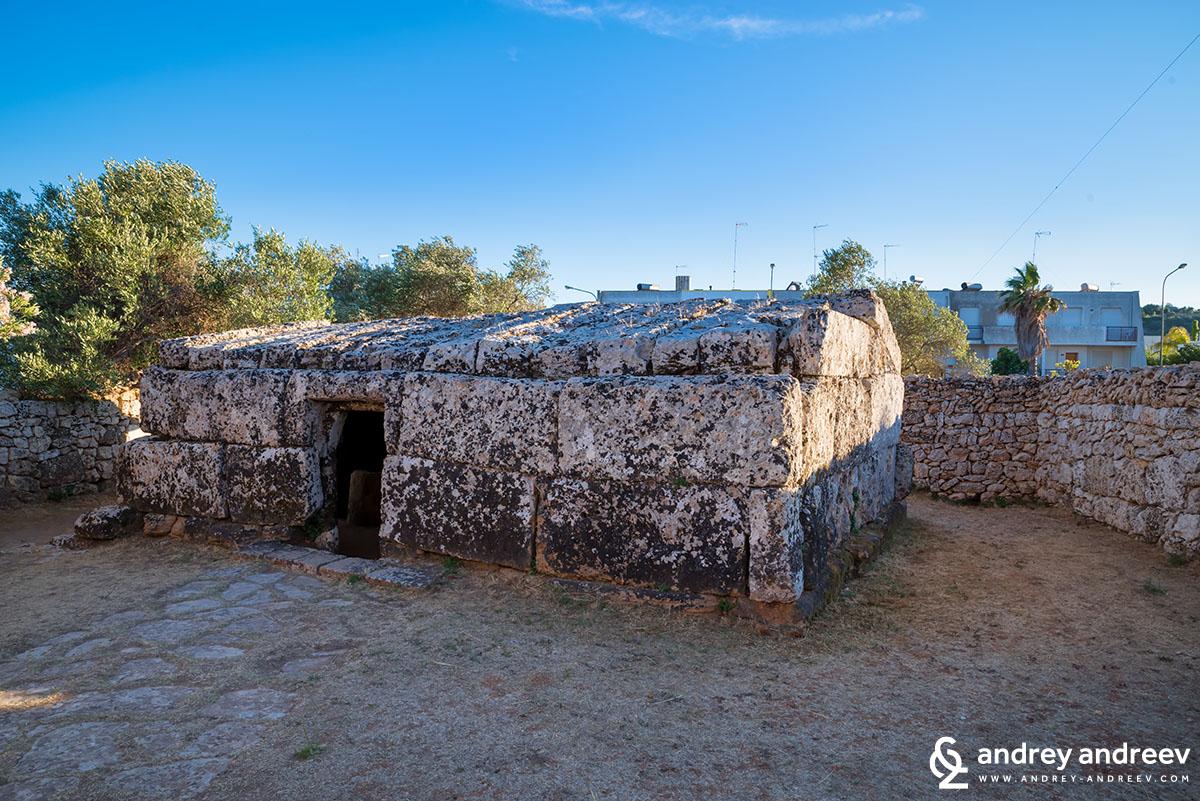 Centopietre necropolis in Patu
