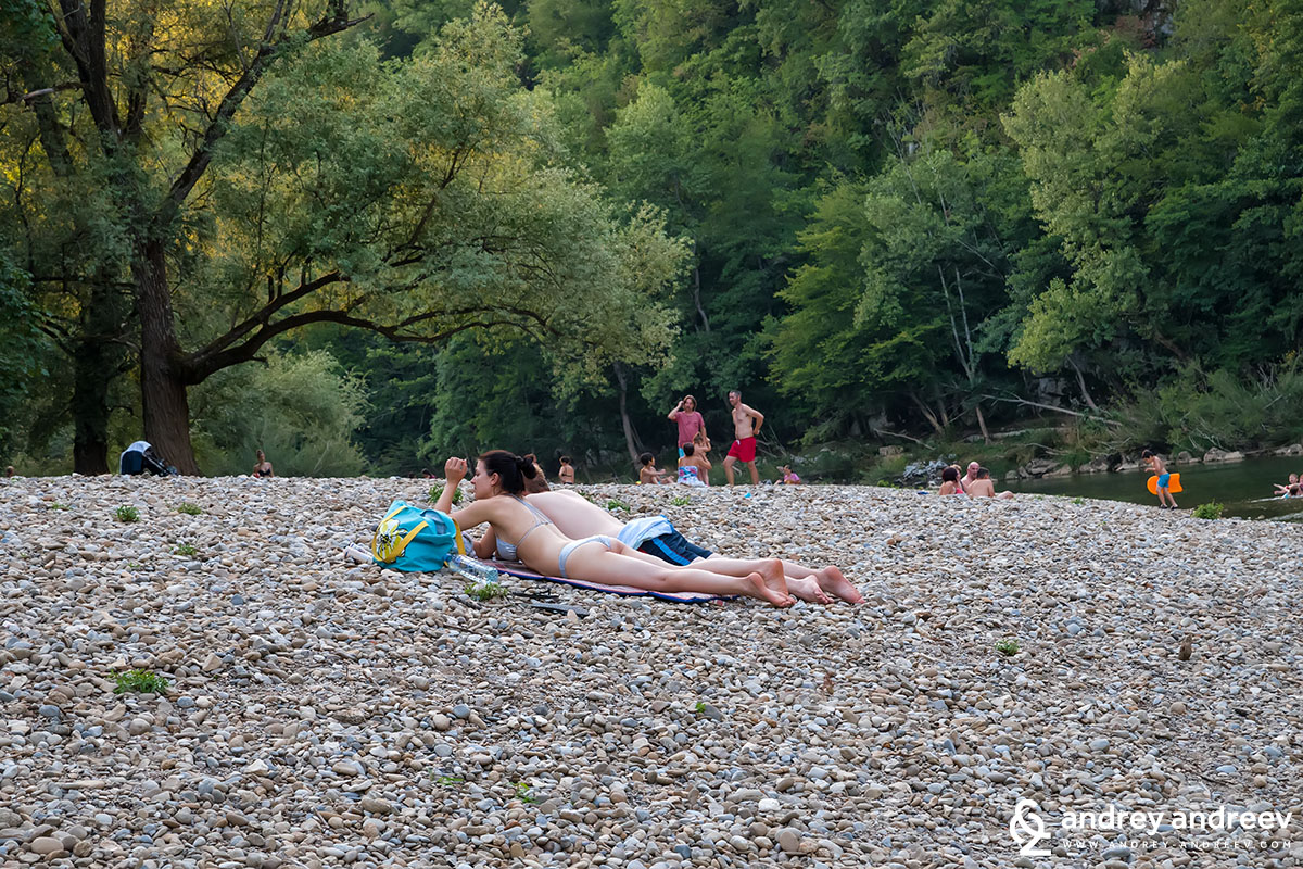 Плажът край воденицата