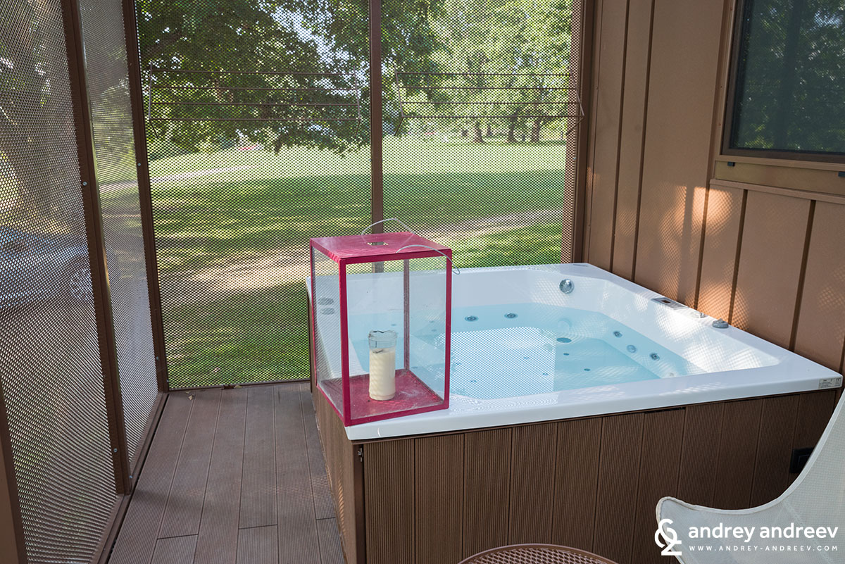 The Jaccuzzi on the veranda in BIG BERRY