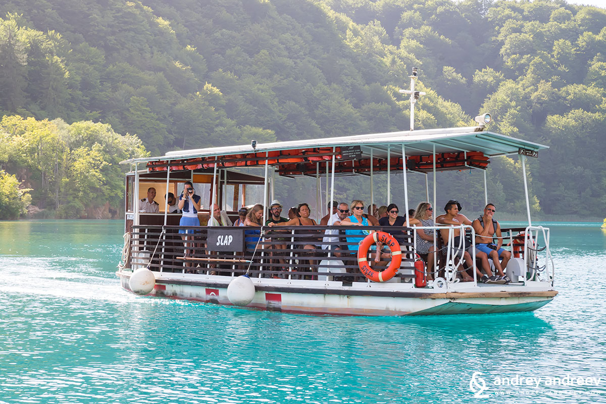 Boat at Plitvice Lakes 2