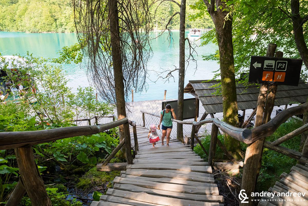Разходката край Плитвичките езера може да е уморителна