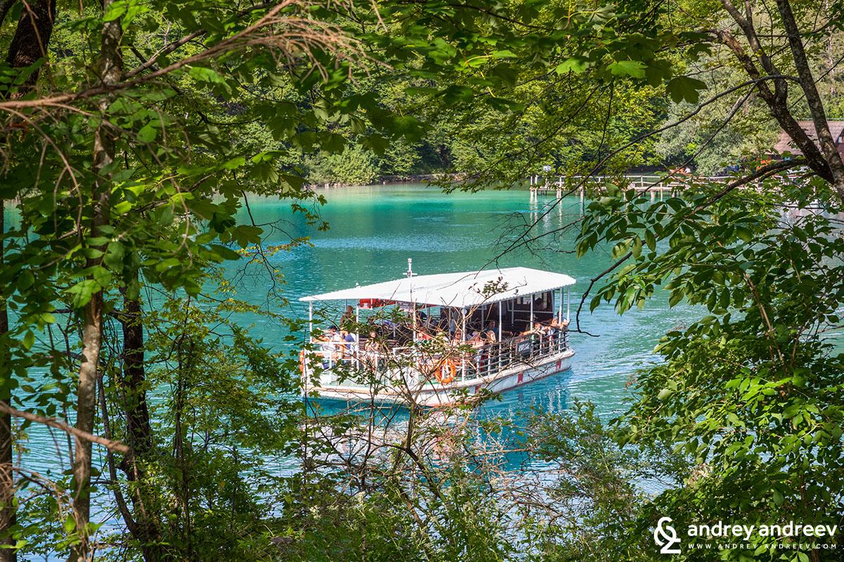 Корабчето на Плитвичките езера