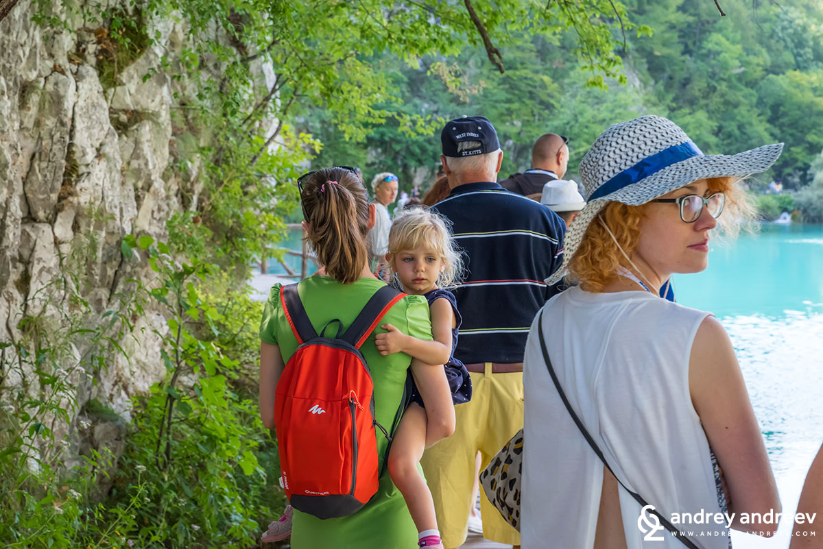 Mimi and Anna in the crowds at Plitvice Lakes