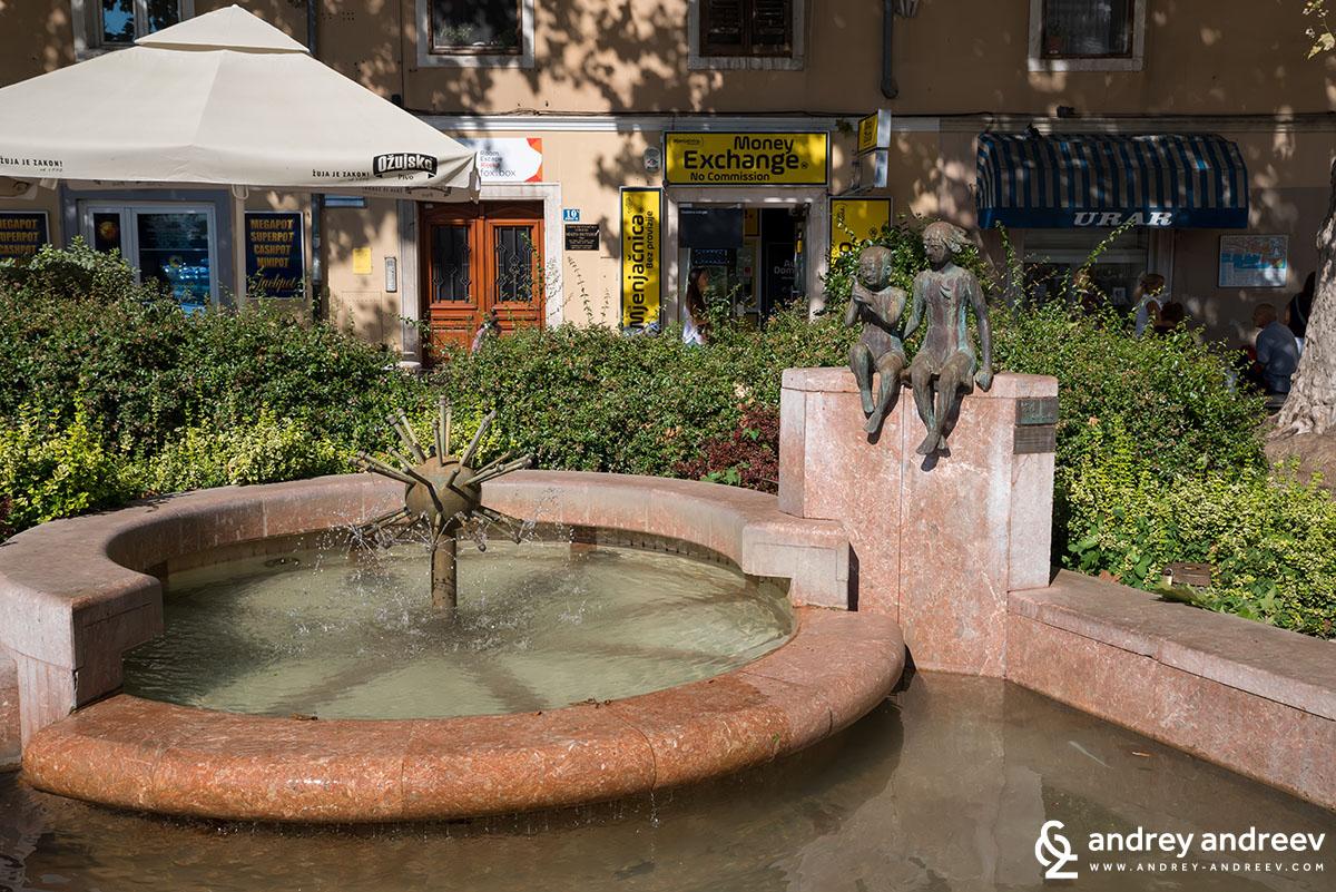 Един от ориентирите в РИека, японския фонтан (The Kawasaki fountain)