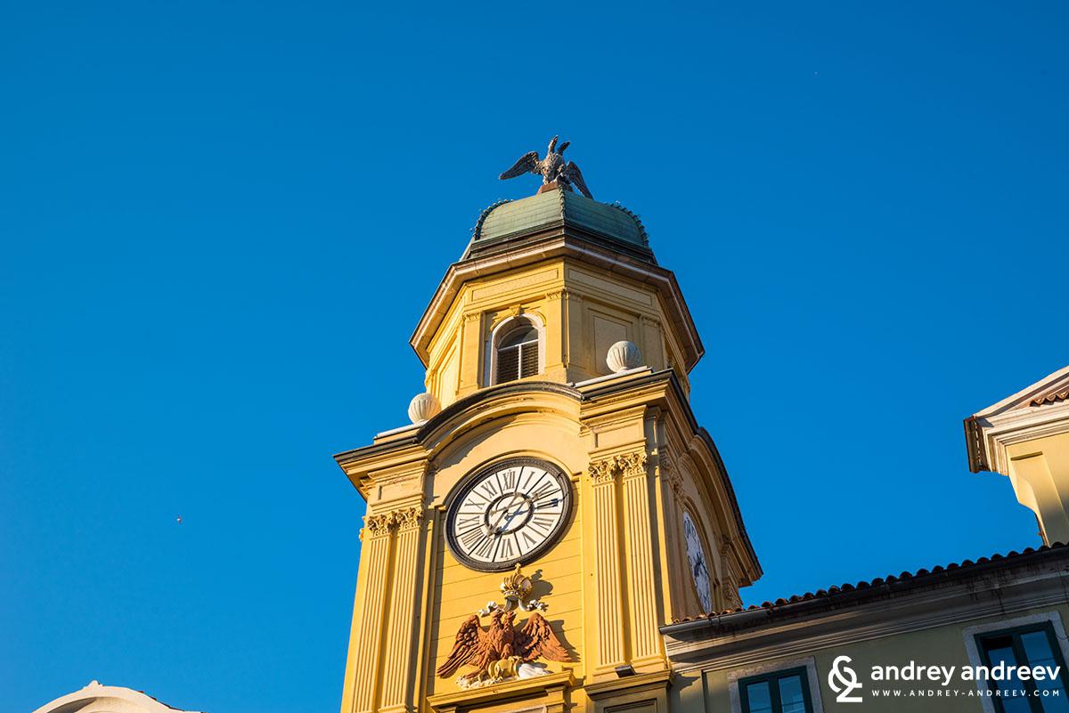 Градската кула и часовника