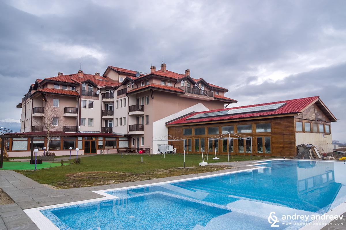 Външен басейн в хотел Seven Seasons Баня Банско