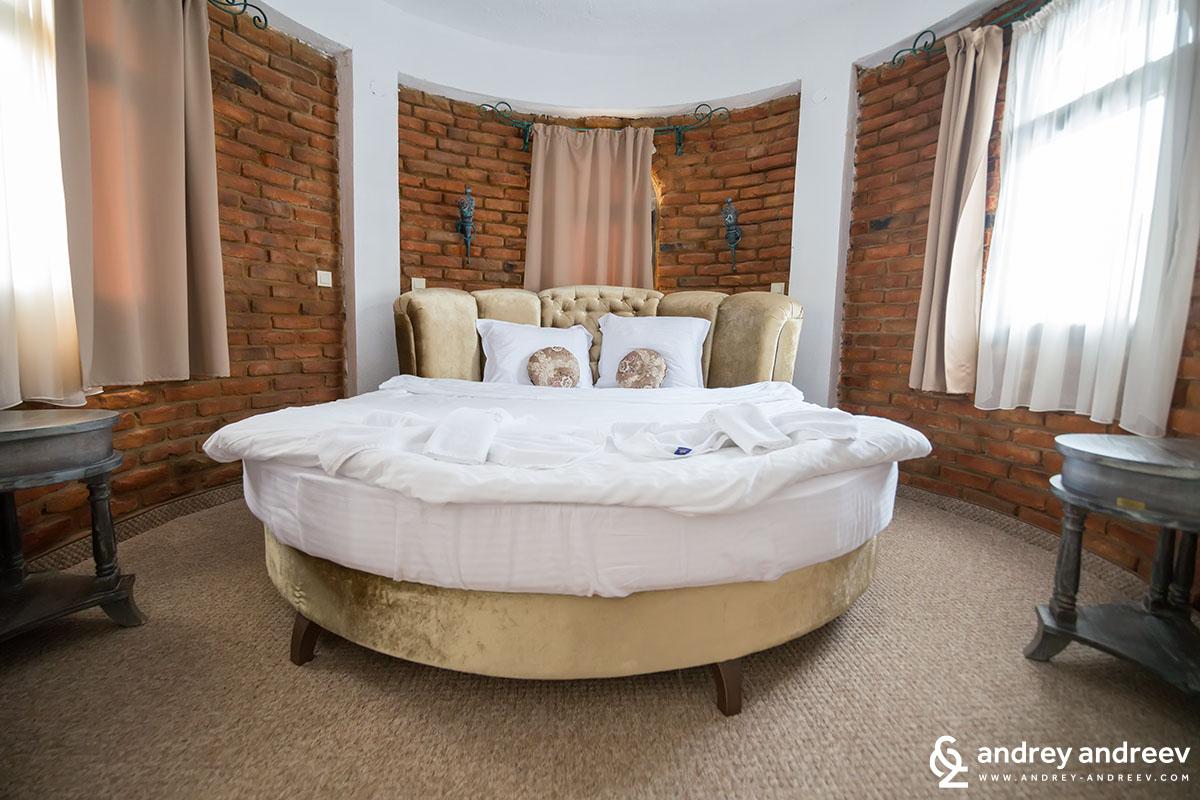 Кръглото легло
