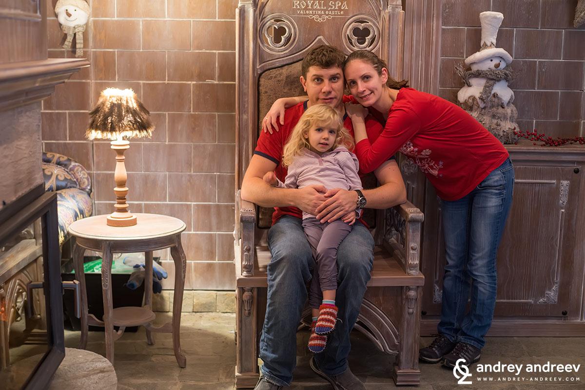 Андрей Андреев, Мария Андреева и Анна Андреева в хотел Роял Валентина Касъл Огняново