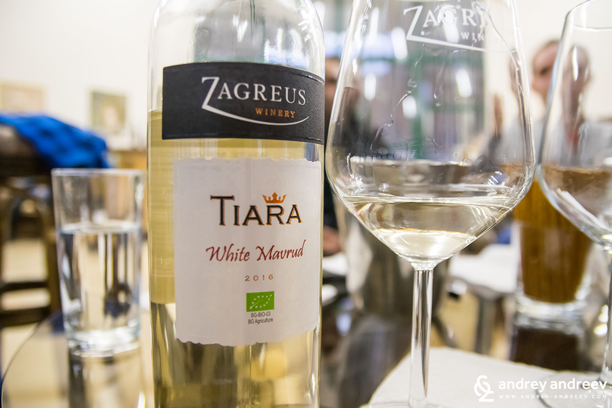 White wine from red grape Mavrud