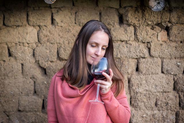 Мими и червено вино