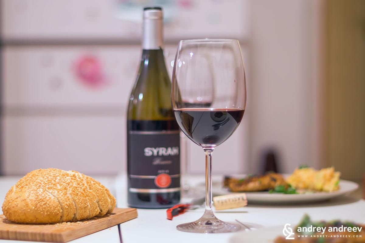 Вечеря с бутилка вино на вила Басареа - Сира резерва 2014