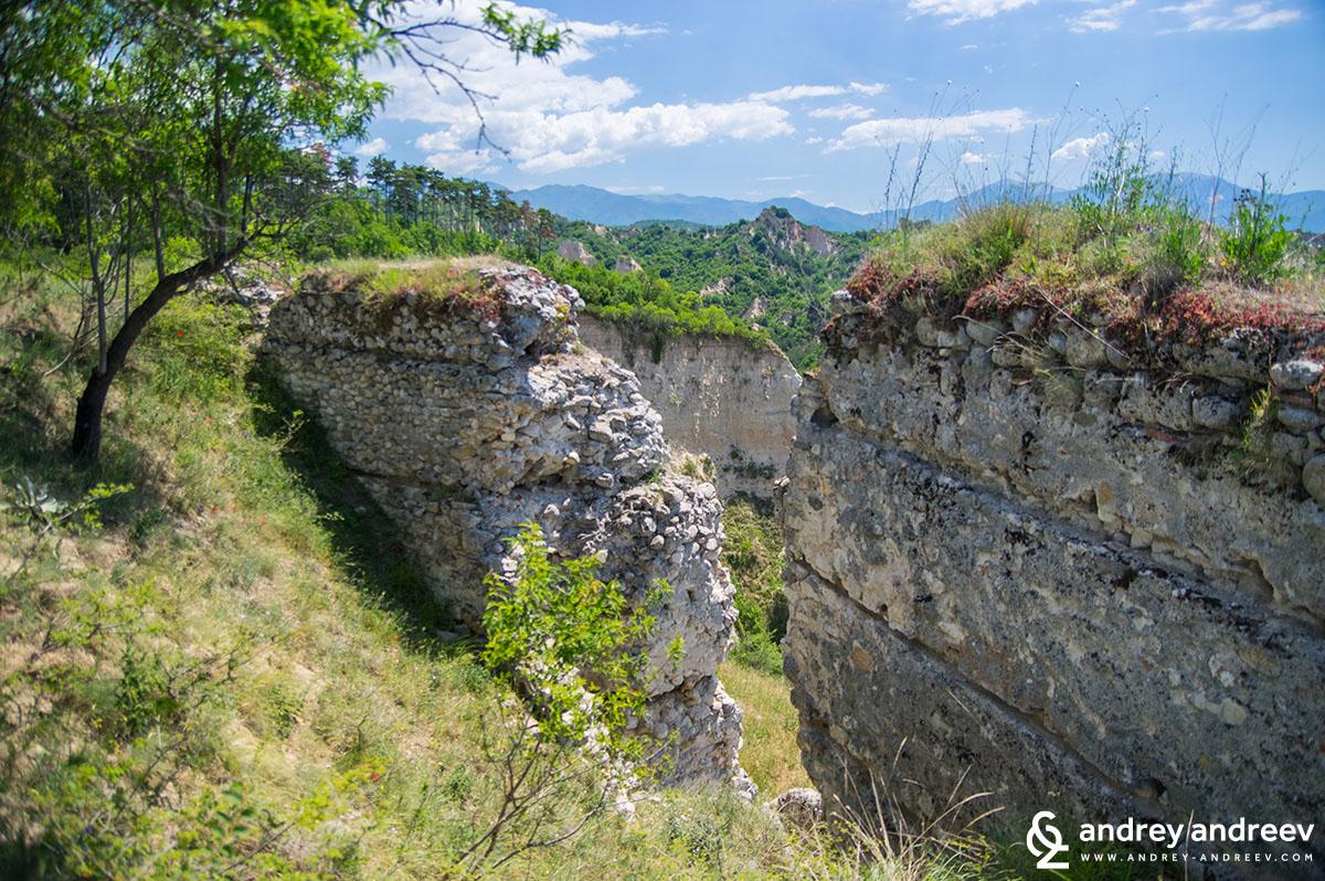 Крепостта на Деспот Алексий Слав - забележителности около Мелник, платото Свети Никола