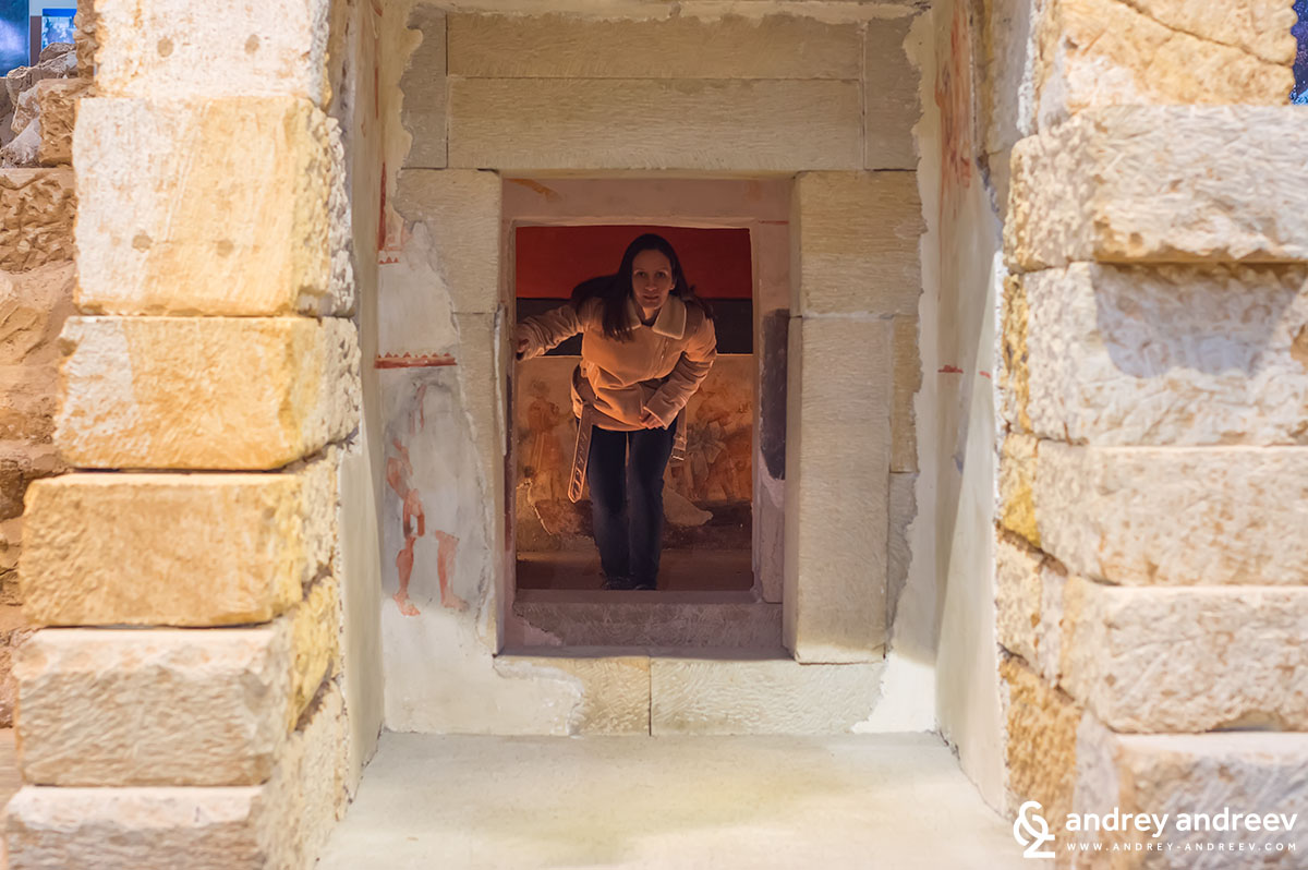 Maria coming out of the replica of the tomb