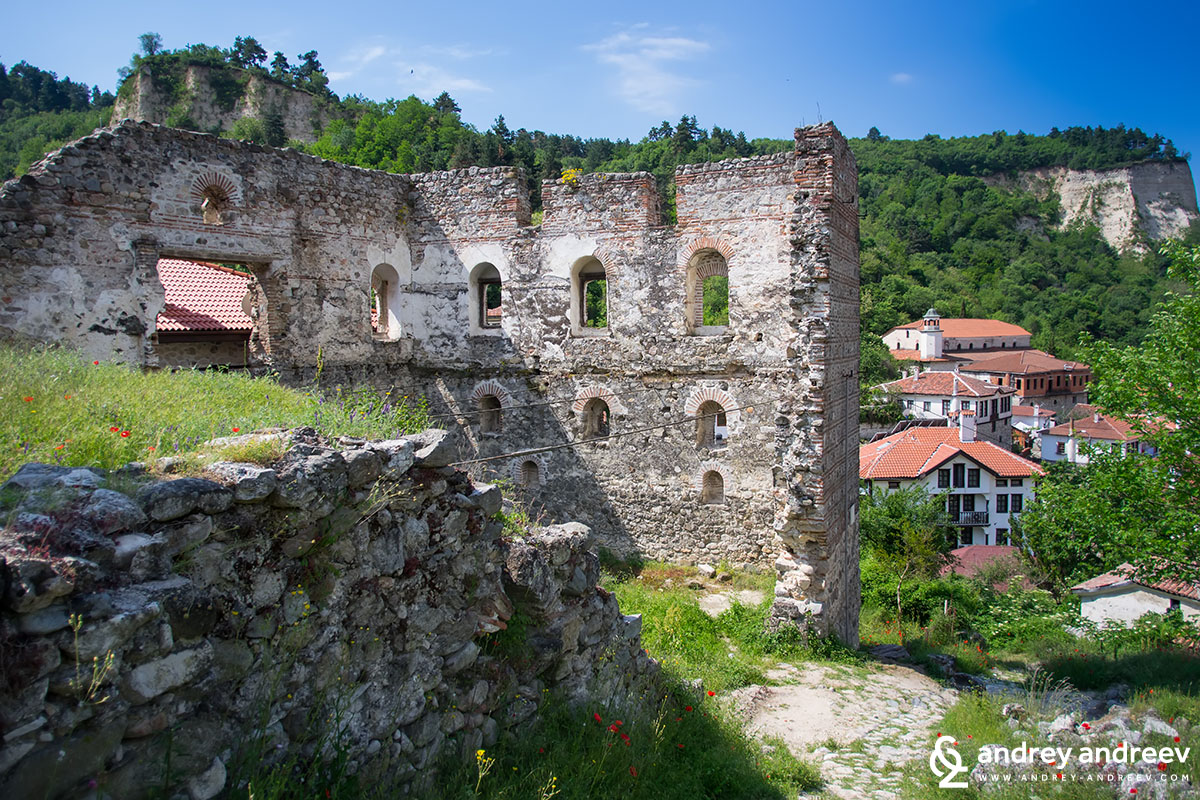 The ruins of the Boyar house, one of the oldest buildings on the Balkan peninsula - attractions in Melnik, Bulgaria