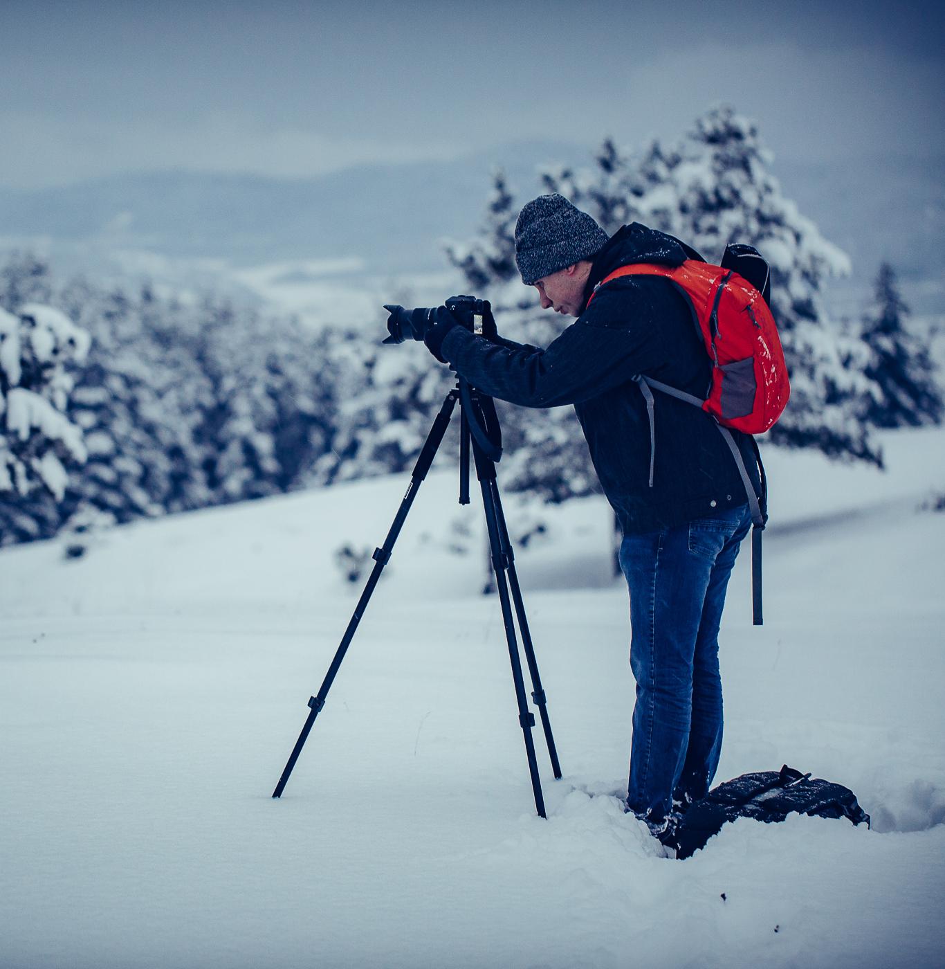 Андрей прави снимки в снега - Как да поддържаме блог, поддръжка на блог