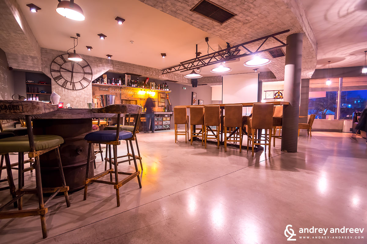 Винен бар Bar White в Света Троица
