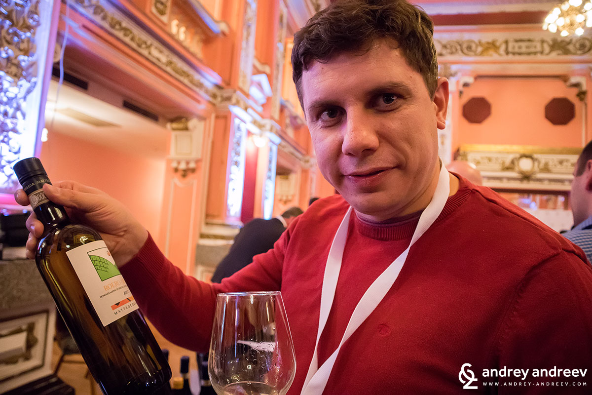 Andrey holding a Matteo Corregia bottle - Winebox 2018