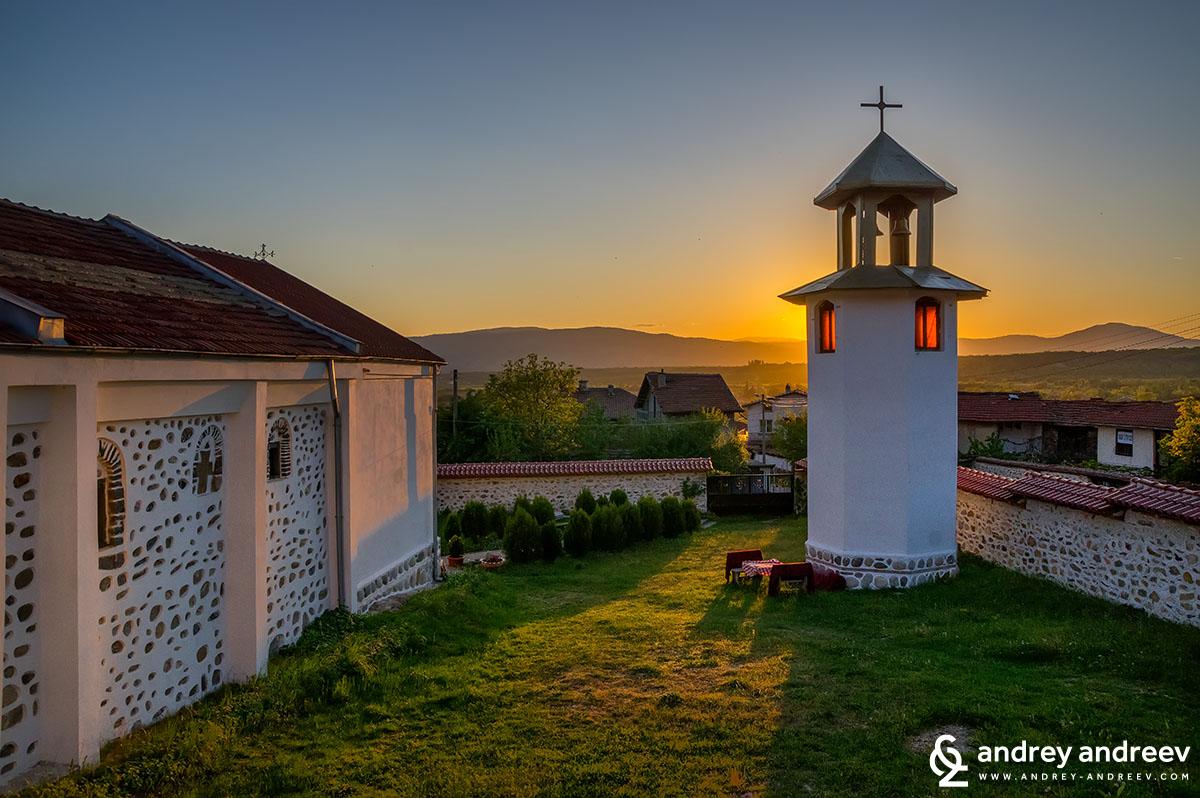 """красивата бяла църква """"Св. Прокопий"""""""