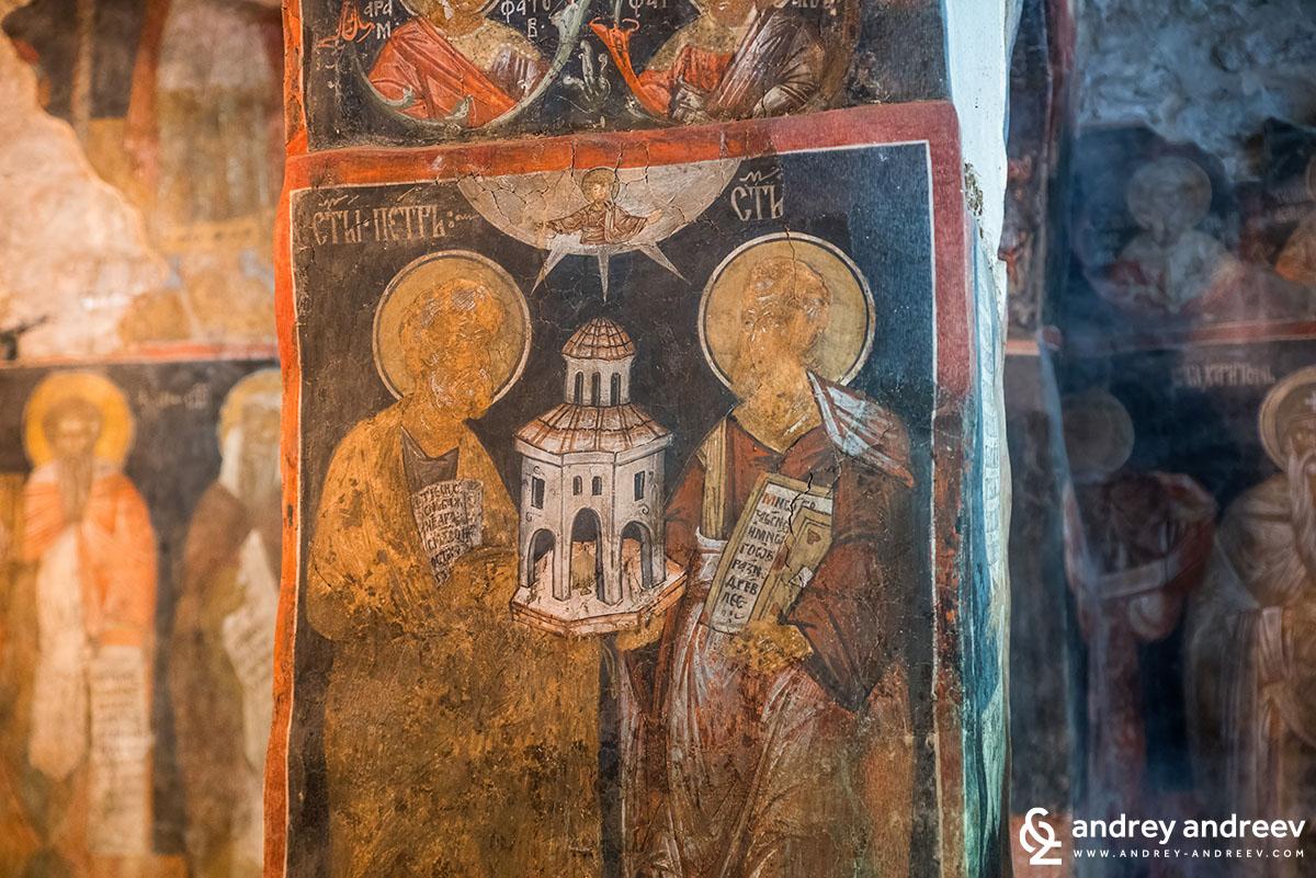 Св. ап. Петър и Павел - патроните на храма