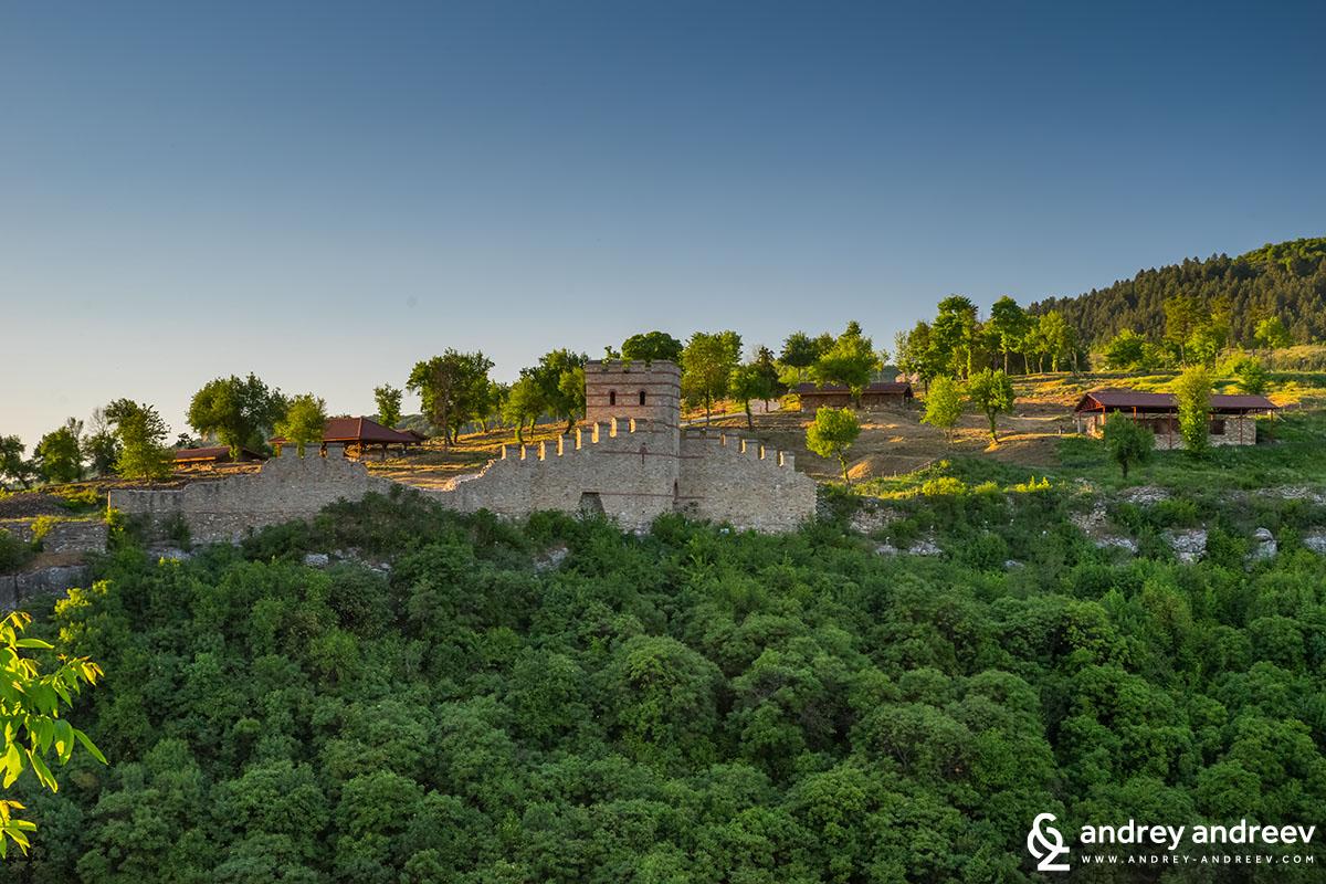 Te southeastern tower and gate of Trapezitsa fortress, Veliko Tarnovo