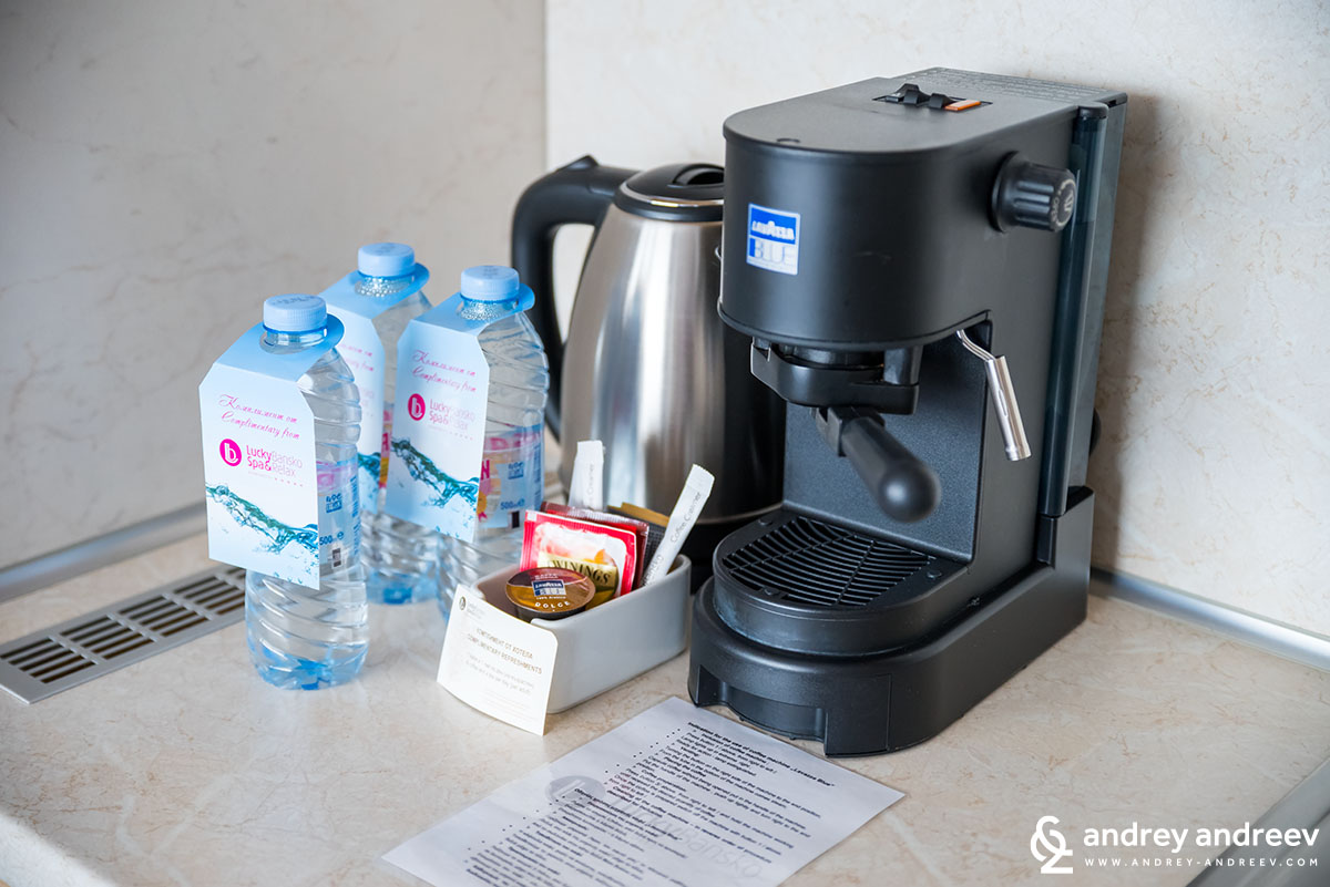 Coffee maker and other facilities for refreshments - aparthotel Lucky Bansko Bulgaria