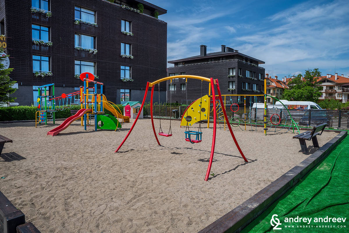 The outdoor playground of Apart hotel Lucky Bansko