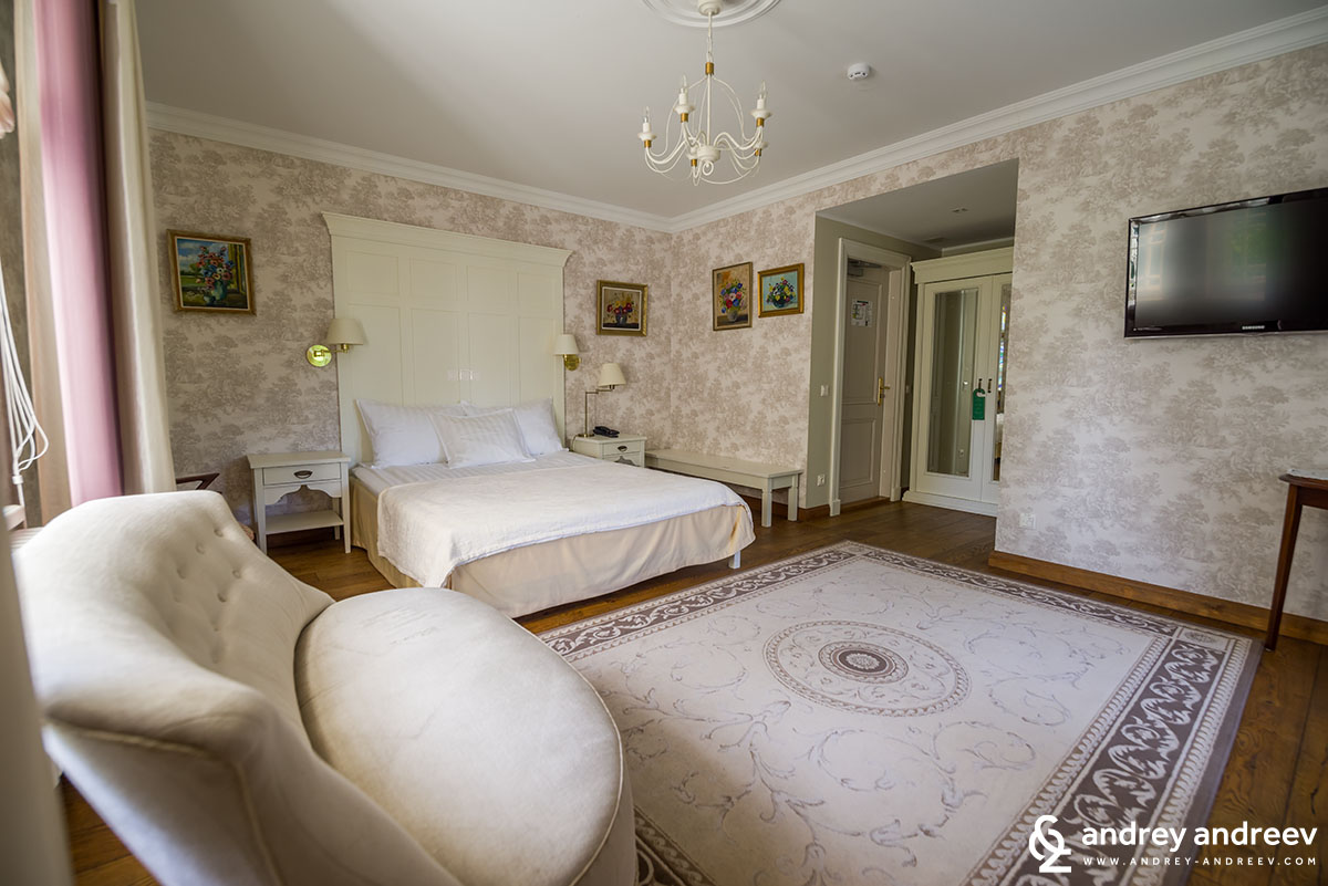 Our beautoful room at the manor house – spacious and luxurious with 19th century furniture.