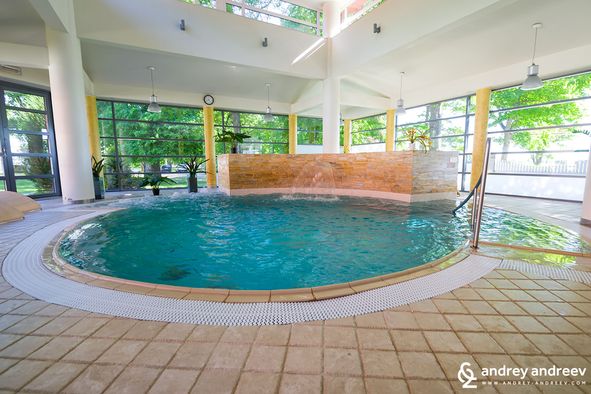 The pool with 30 degrees warm water at Saka manor SPA centre