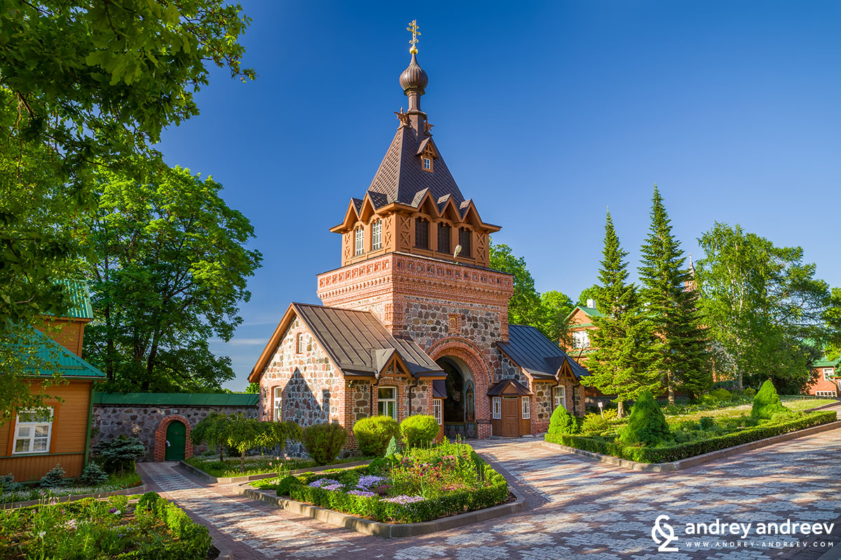 Главната порта на манастира, ние влязохме от вратичката която се вижда долу в ляво
