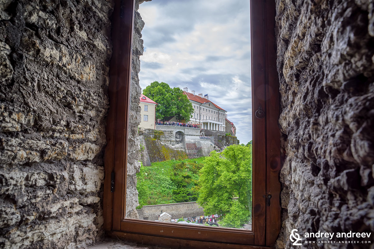 Гледка от прозореца на една от кулите