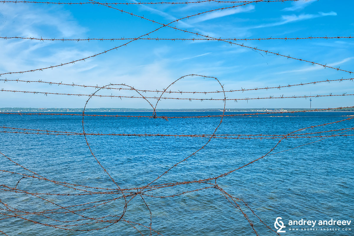 Barbed wire for lovers