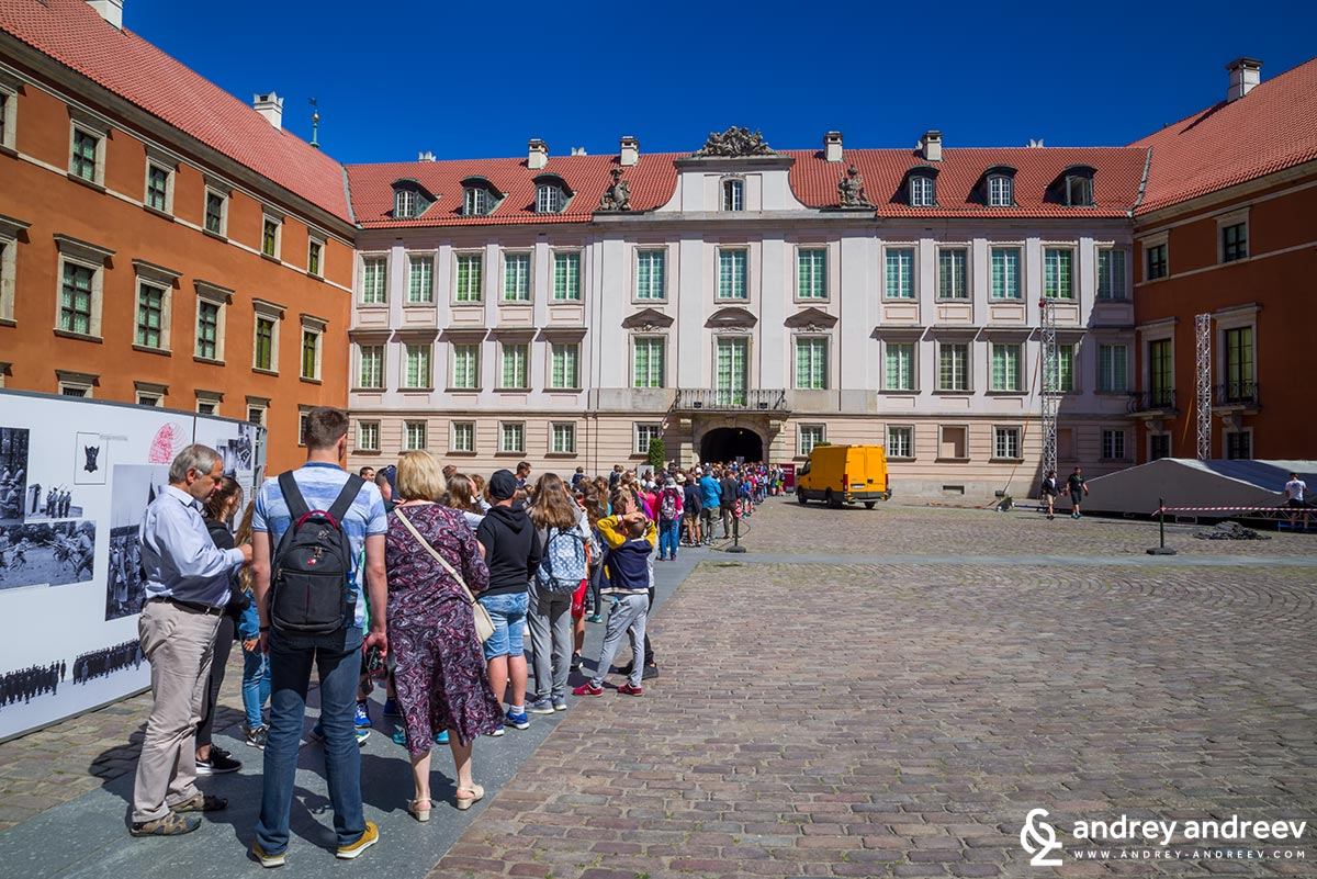 The queue for the Royal Castle in Warsaw