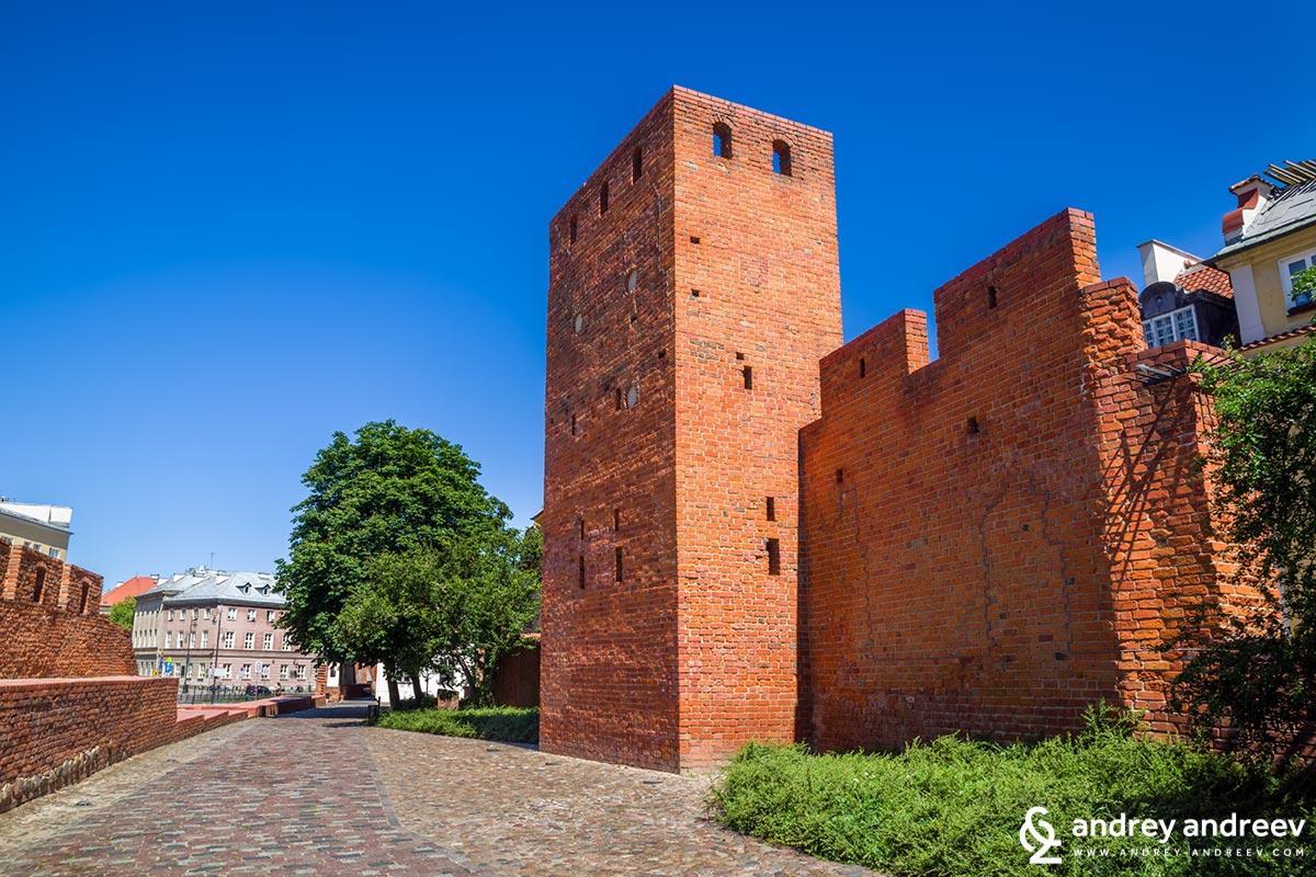 Крепостните стени на стария град във Варшава
