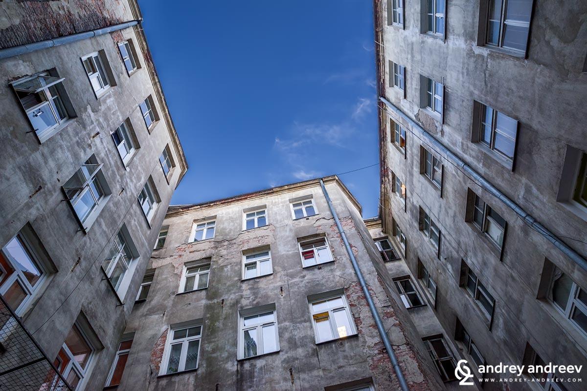 """В """"задния двор"""" на квартала Прага в Полша"""