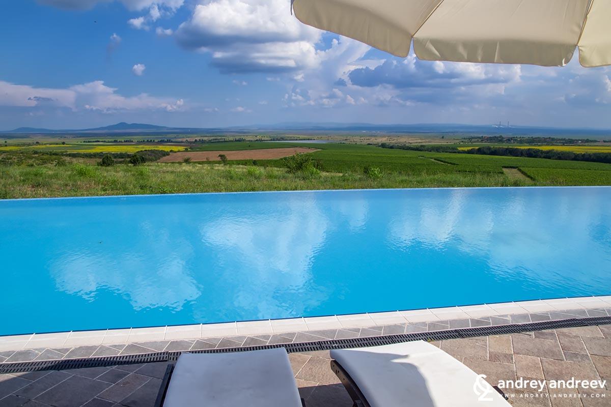 The pool at Soli Invicto hotel