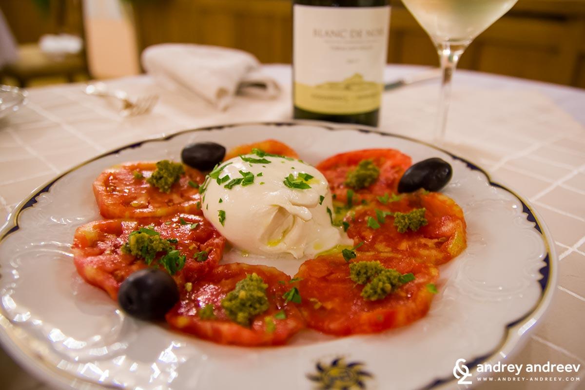 Tomatoes with mozzarella salad
