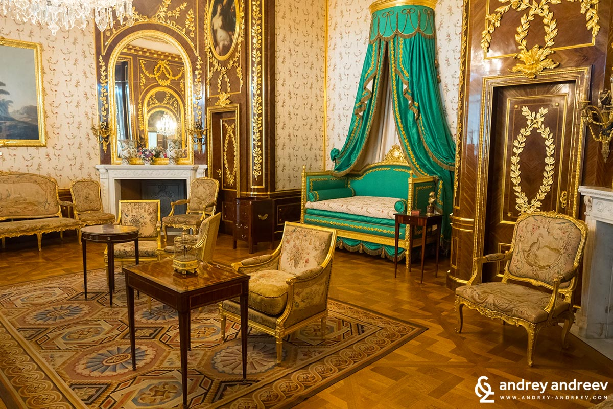 The restored royal bedroom from late 18th century