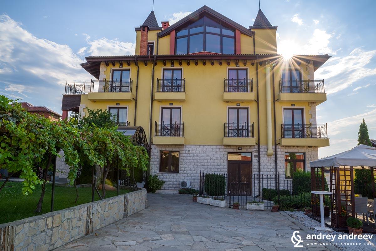 Хотел Тодорофф в Брестовица