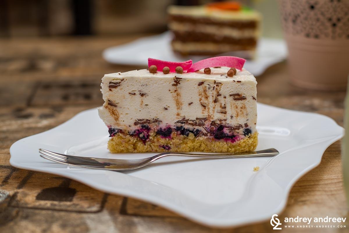 Торта Страчатела