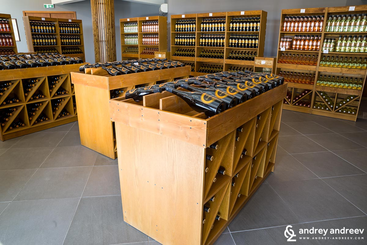 The wine shop at Zlaten Rozhen winery