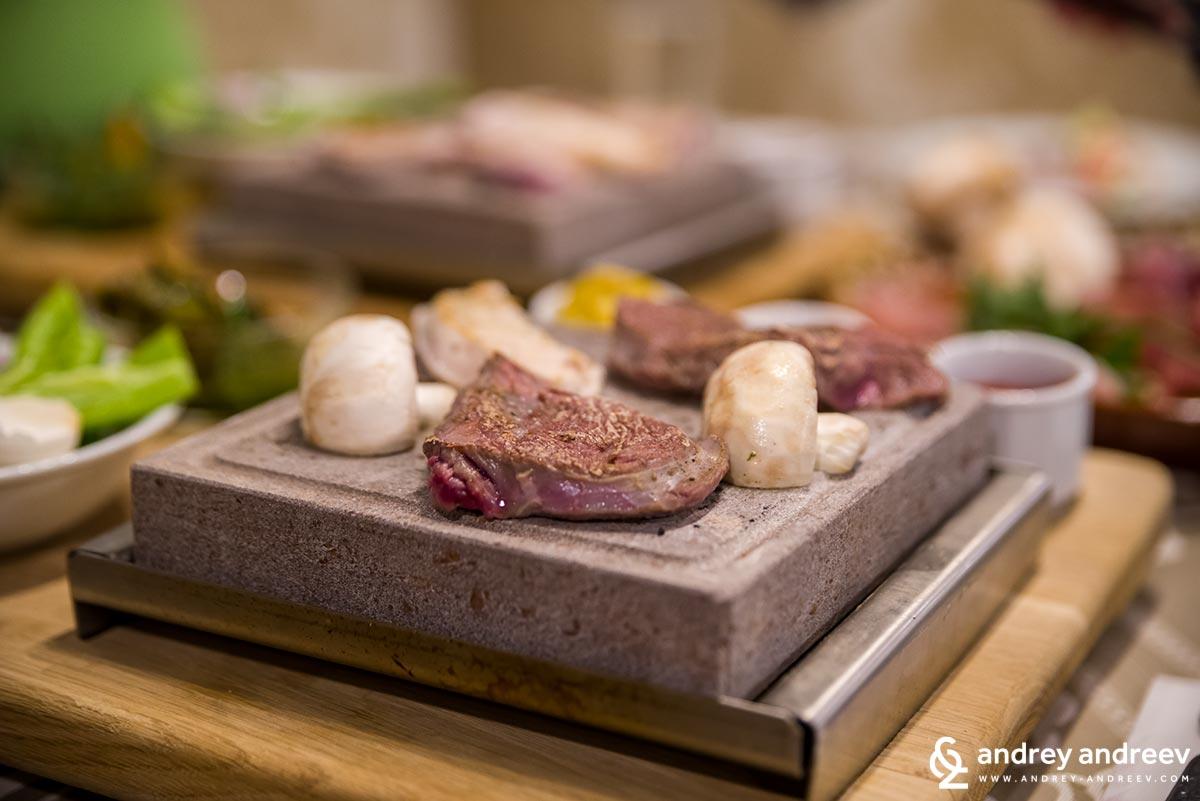 The dinner on volcanic rocks at Zlaten Rozhen restaurant