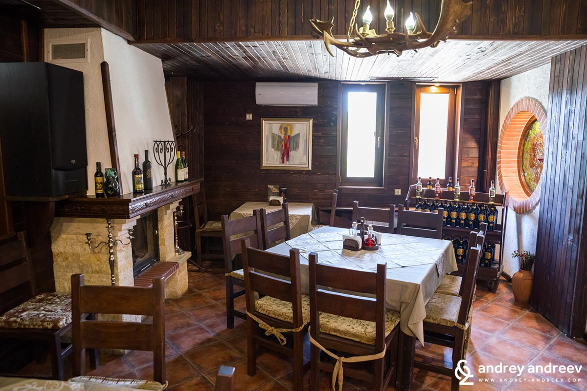 The Zlaten Rozhen restaurant is very cozy and comfortable for wine tastings