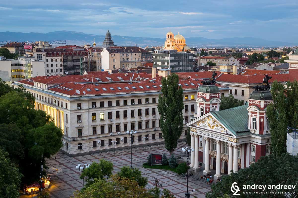 """Една от любимите ми гледки към Храм-паметник """"Св. Александър Невски"""" и Народния театър"""