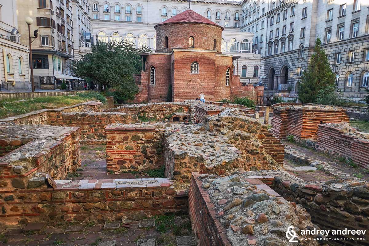"""Едно от любимите ми места за снимки в София - ротондата """"Св. Георги"""" в двора на президентството"""